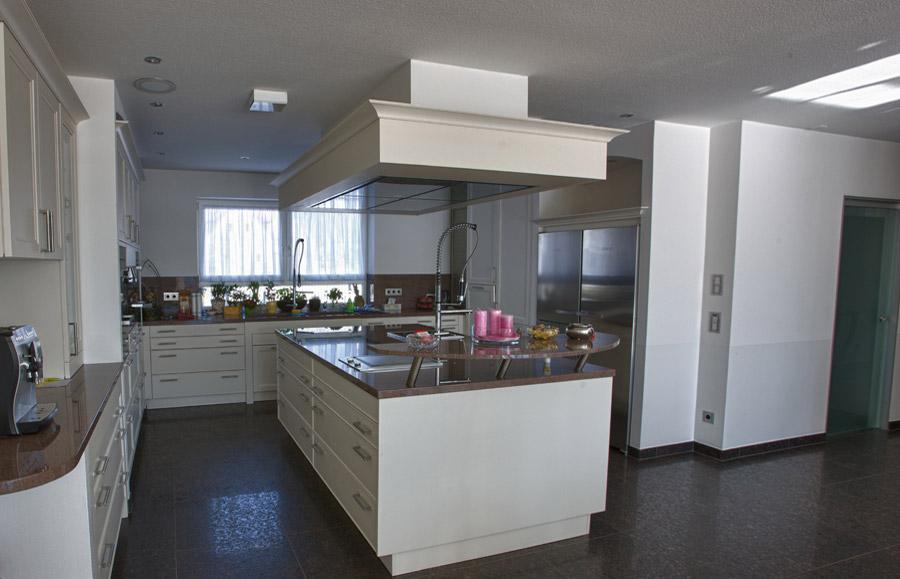 Küchenarbeitsplatten aus Naturstein, wie Granit, Marmor oder ...